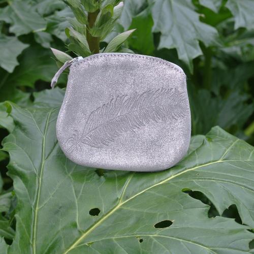 cuirs-fantaisies-la-cartabliere-fabrique-en-france-porte-monnaie-plume-panache-en-cuir-paillete-gris-tourterelle